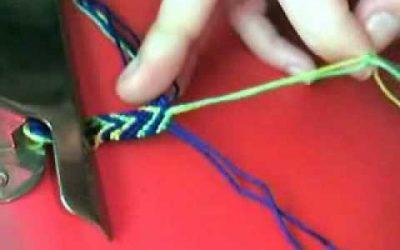 Vídeo para aprender a hacer una pulsera de macramé con esquema en V