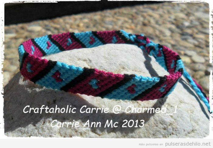 Patrón para pulsera de hilo con rayas horizontales y corazones