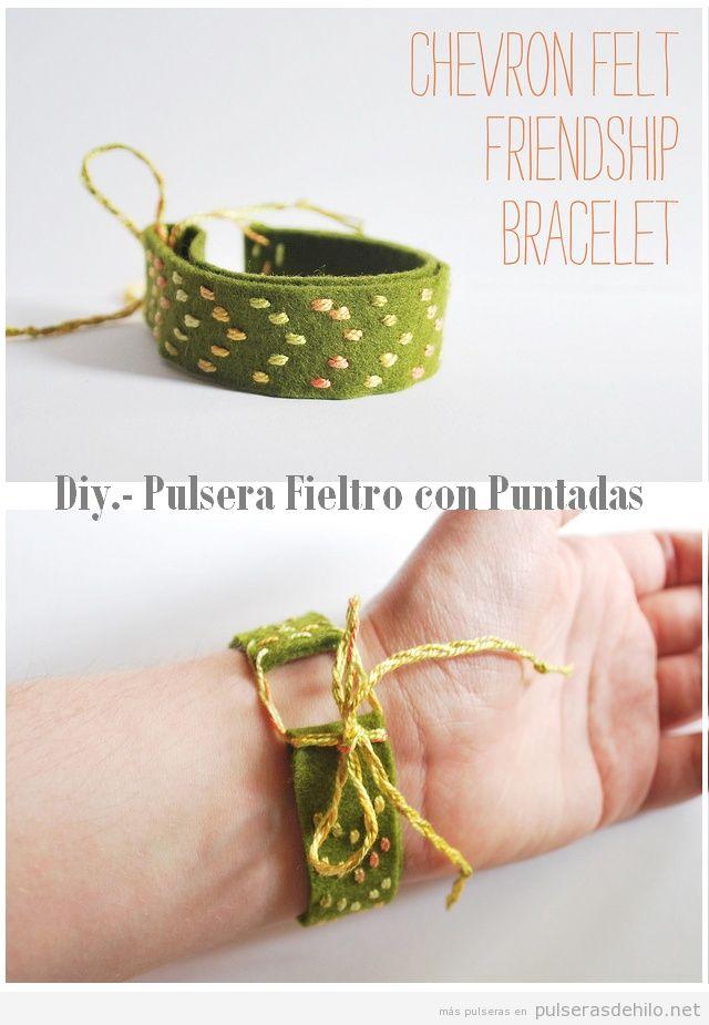 Pulsera DIY hecha con fieltro y puntadas de hilo
