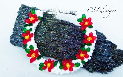 Pulsera con flores poinsettias rojas hechas con cuentas y kumihimo, perfecta para Navidad (Videotutorial)